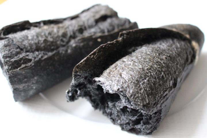 【トレンドで話題の食材とは?】ユトピーの黒炭バゲット(フランスパン)
